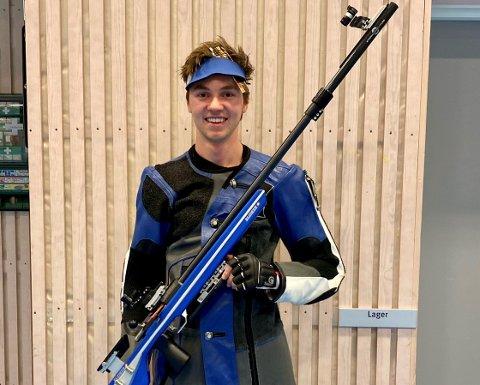 Martias Flikka (18) sikret seg 2 gull og en bronse i NM i skyting.