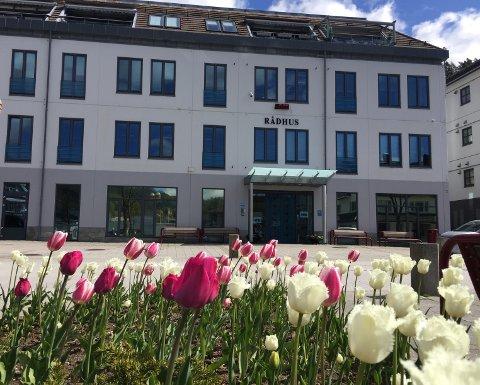 BESØK: Rådhuset åpnes for avtalte besøk fra tirsdag. Også kommunens sykehjem kan ta imot besøk.