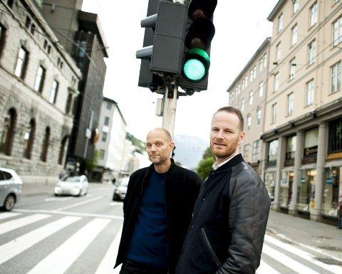 Først norsk, så engelsk: Eskil Vogt og Joachim Trier har vært i Bergen denne uken for å promotere sin nye film. foto: Ørjan Nilsson