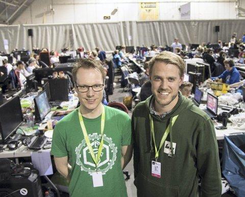 ByLAN-sjefene Tord Førland og Ørjan Clausen under fjorårets ByLAN. Torsdag starter riggingen av årets arrangement.