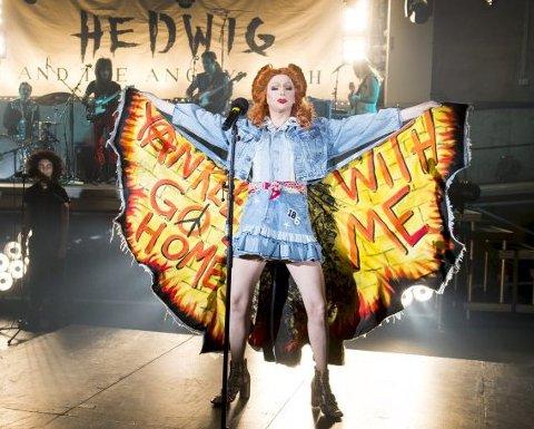 Pål Rønning spiller transe i «Hedwig and the Angry Inch». I tre uker skal han traktere høyhælte sko gjennom seks forestillinger i uken.