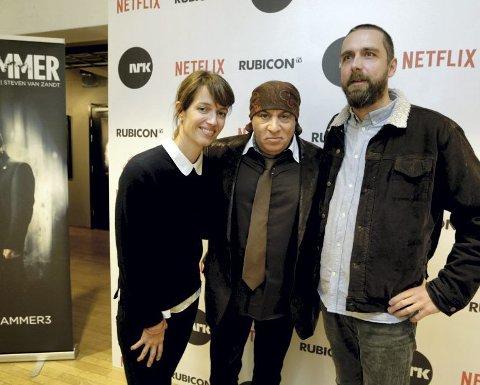 Steven van Zandt sammen med Anne Bjørnstad og Eilif Skodvin på lanseringen av den tredje sesongen av «Lilyhammer». Skodvin og Bjørnstad er manusforfattere på «Beforeigners».