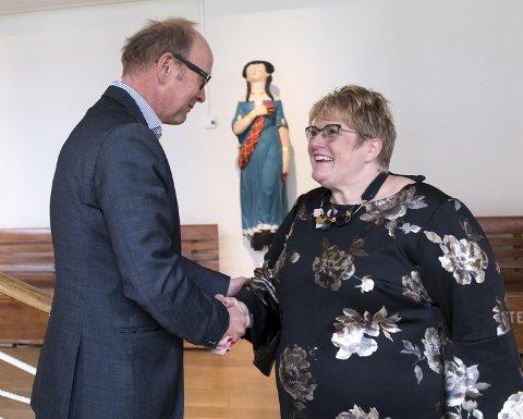 Trine Skei Grande delte ut seks millioner kroner til sammenslåingen mellom Museum Vest og Bergen Sjøfartsmuseum.