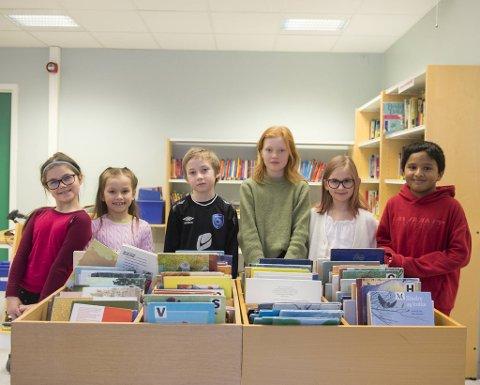 3.- og 4.klassinger ved Lyshovden skole reflekterer rundt fantasi og kreativitet som egenskaper. Fra venstre: Ida Blom-Skaftå (8), Hermine Vaage Gams Steine (8), Elias Skjelten (8), Ella Ottesen (9), Julie Meisterplass Aam (9) og Nithesh Theva (9).