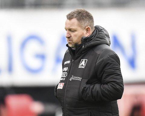 Jævlig, nitrist og katastrofalt. Åsane-trener Morten Røssland sparte ikke på kruttet etter det skuffende tapet fredag kveld.