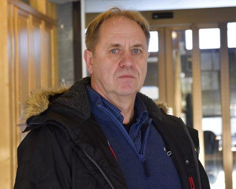 VEDLIKEHOLD: Knut Grimnes i Modum kommune jobber med en rapport om vedlikeholdsbehovet i kommunale bygg.