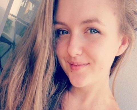 DATER PÅ TV: Caroline Nilsen (26) er med i et datingprogram hvor hun ikke har på seg klær, men det var ikke et problem for drammenseren.