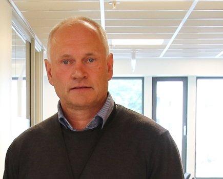 VI LÅNER MYKJE: Både mange av dei unge og mange av dei godt vaksne har høg lånegrad også lokalt, fortel kunderådgjevar Tore Reksten i Sogn og Fjordane Sparebank.