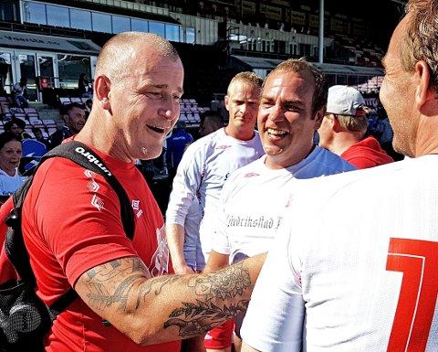 STOLT: Lars Petter Hansen (til venstre) var stolt på vegne av sine spillere etter triumfen på Fredrikstad Stadion. Foto: Geir A. Carlsson