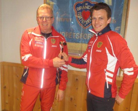 NY LEDER: Ove Nordberg (til venstre) er ny leder i Brandbu IF. Han overtar etter Hans Jørgen Kvåle (til høyre).