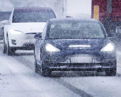 KAN BLI OVERRASKET: Rekkevidden på elbiler kan bli betydelig redusert om vinteren og NAF etterlyser en bransjestandard for hvordan rekkevidde og ladehastighet oppgis.