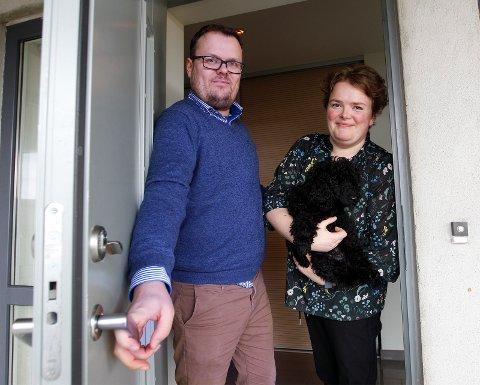 GOD ERFARING: Gjennom nettsiden homeexchange.com har Kjetil Bruland Sørensen (37) og kona Hedvig Jakobsen  (38) byttet huset sin på Moksheim, mot andres boliger i Europa seks ganger tidligere.