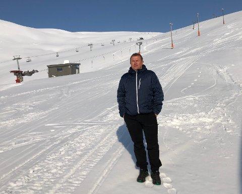 TOMT: Slik ser det ut i skianlegget til Oddvar Bratteteig i Røldal nå. - Alle leiligheter og hytter står tomme. Det er kun noen få innbyggere å se som går til fots eller på ski, sier han.
