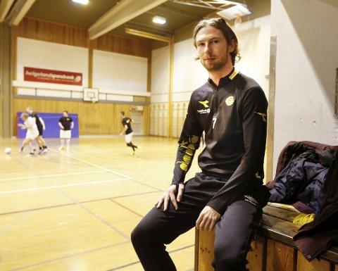 Thomas Drage, her under Kaffecupen i Kippermohallen, har hatt en tung sesong for Bodø/Glimt i år. Mye av problemene skyldes et trøblete kne. Foto: Per Vikan