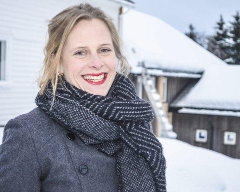 1: Thea Fjørtoft, mannen Gordon og deres to døtre har funnet seg godt til rette på Neslandsvatn. Nå jobber de for å etablere pop up-teateret i sentrum som en fast tradisjon. 2: 3:  Foto 2 og 3: Privat/Fjørtoft Kulturproduksjoner AS