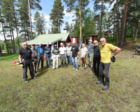 IVRIG DUGNADSGJENG: Det var ikke noe å si på oppmøtet, da Hannibalbakken og Ruudhyttas venner arrangerte dugnad. ALLE FOTO: OLE JOHN HOSTVEDT