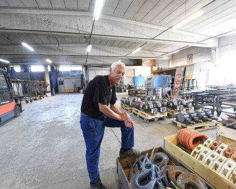 SELGER LIVSVERKET: Brynjulf Hansen håper noen vil overta bedriften hans på Lampeland. FOTO: OLE JOHN HOSTVEDT