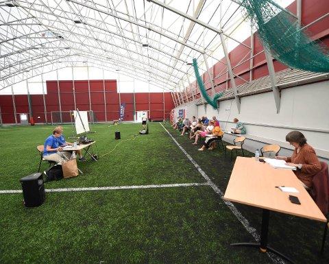 SKRIMS ÅRSMØTE: Det var 31 grader i fotballhallen, da IL Skrim avviklet sitt årsmøte nylig. FOTO: OLE JOHN HOSTVEDT