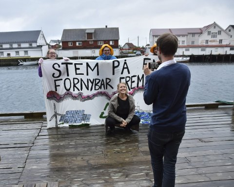 Forhandle: Nasjonal talsperson Une Bastholm i MDG stilte i Henningsvær til debatt. Hun sier de vil snakke både med høyre og venstresiden, men vil ikke støtte en regjering med Frp.Foto: Øystein Ingebrigtsen