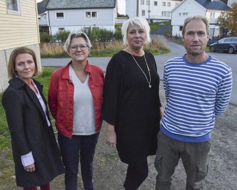 Står på: F.v Line Ellingse, Aino Ellingsen, Ritha Johansen og Ronald Aagaard-Nilsen la fram flere argumenter i møtet for å beholde hurtigbåten.