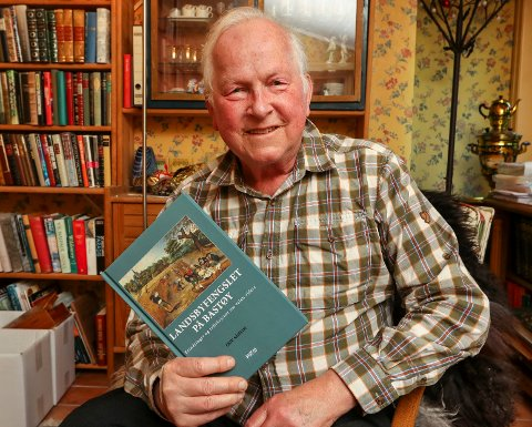 FORFATTER: Erik Såheim fra Son har skrevet boka «Landsbyfengslet på Bastøy». Han var tidligere direktør ved fengslet.