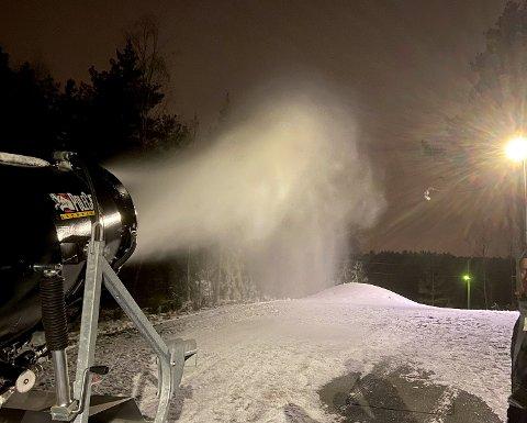 KANONFORHOLD: Moss skiklubb leier inn snøkanon for årets snøproduksjon på Noreødegården.