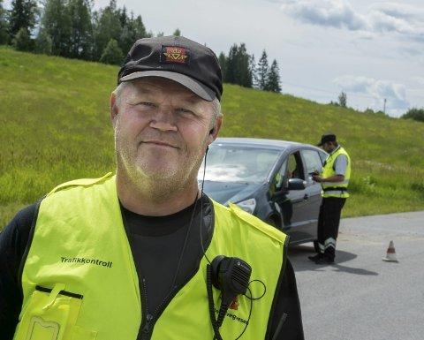 ADVARER: Arne Tøftum advarer mot å kjøre uten papirene i orden.