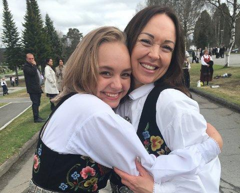SAMMEN OM ALT: De er datter og mor, men også gode venninner. Amanda Maria Tandsether har vokst opp uten pappa og har tenkt mye på hva som ville skje dersom noe skulle hende med mamma,  Siri Tandsether.