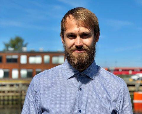 Rollen som økonomikonsulent har vist seg å passe Elvebakk midt i blinken. Nå jobber ranværingen som Controller i fellesadministrasjonen til NTNU, og har blitt valgt inn i Jefferson Wells sitt Young Advisory Board.
