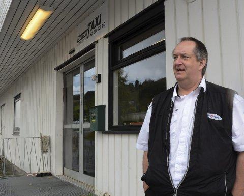 Tilbake: Daglig leder Svein Erik Sæhli ved Brøttum Taxi og de andre sjåførene er tilbake etter koronautbruddet.