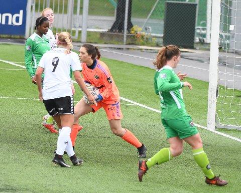 FIKK NY OPPGAVE: Karolina Westbyn måtte forlate målet og spilte resten av kampen som spiss lørdag. Bildet er fra en tidligere kamp.
