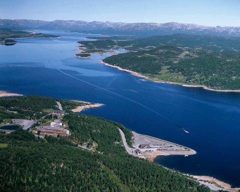 NY KUNNSKAP: Forskere fra Norsk institutt for naturforskning (NINA) har prøvefisket i Møsvatn.  (luftfoto:  Åsmund Tynning ) ( alle andre illustrasjoner er hentet fra NINA-rapporten)