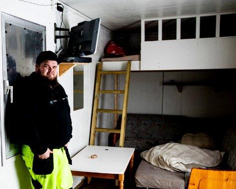 Ildsjel Stian Hellem tok med seg samboer og datter inn på brakka i 10 uker før viktig arrangement.