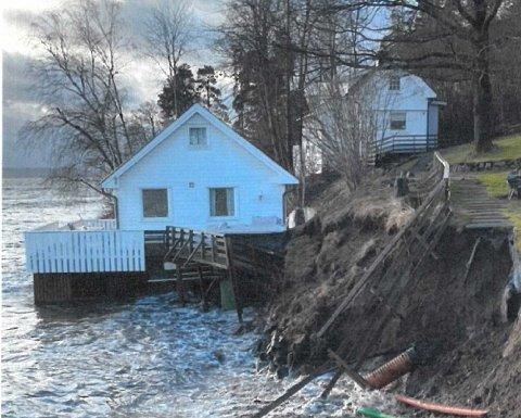 RAS: Stormfloene den siste tiden har ført til store problemer med utglidning og ras på en fritidseiendom i Storsandveien.