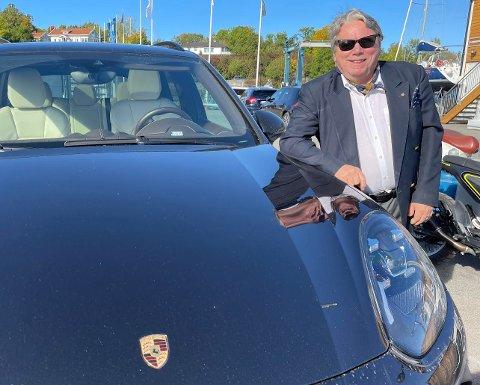 GUTTEDRØM: Realiserte guttedrømmen etter kunstsuksess: Lars Nordal solgte 100 malerier og kjøpte seg Porsche.