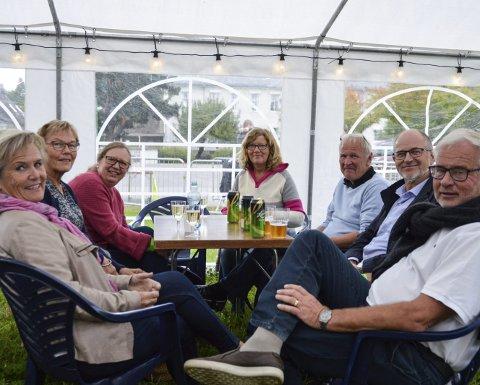 GOD STEMNING: Astrid Elisabeth Dahl (f.v.), Karin Dahl Myhre, Solbjørg Moland, Jørun Solheim Hotvedt, Hans Christian Hotvedt, Sigbjørn Myhre og Bjørn Aamodt.