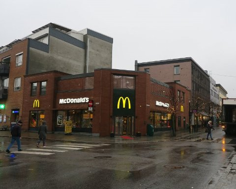 SATSER: Trenger du jobb? McDonald's Torggata satser og søker 17 nye medarbeidere til restauranten i sentrum.