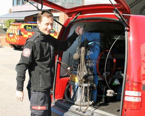OMFATTENDE JOBB: Jan Olav Olsen jobber som Rådgiver ved Team brannforebyggende og feiing i Sarpsborg brann- og feievesen. Nå er de ferdig med den første runden av feiing av kommunens hytter.