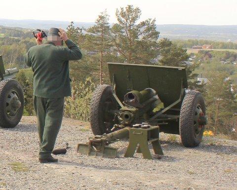 Disse kanonene ble brukt da salutteringen gikk galt. Politiet sier at ammunisjonen gikk av da den ene kanonen ble matet.