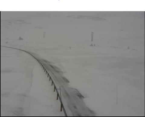 16.MAI: Slik såg det ut på Hestvollen på Vikafjellet laurdag morgon klokka 08.55. Her slepp du ikkje over med sommardekk.