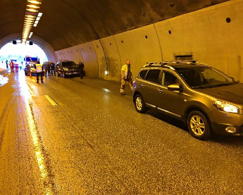 Tre biler var involvert i ulykken ved Løkentunnelen.