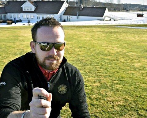 FULLBOOKET: Logan J. Ferguson kan konstatere at det blir mange golfere på plass på Nøtterøy Golfbane i helgen, med ekstra god avstand til hverandre.