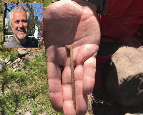 FUNN: Denne beinnåla fant Aage Sørensen da han gravde på eiendommen sin.