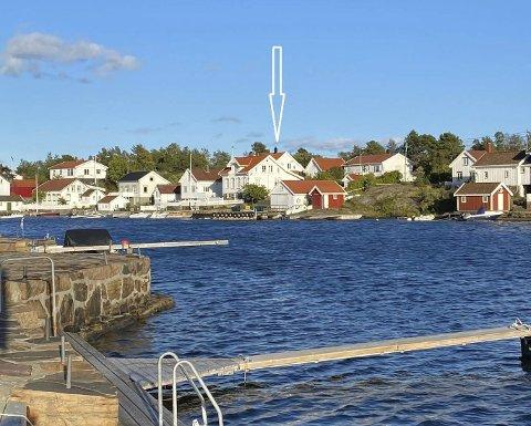 LYngørsia: Huset som nå har skftet eier ligger i andre rekke ut mot sjøen (se pil midt på bildet). Det ble bygget i 2010-11, og gikk for 9,8 millioner kroner. Selgerne blir boende i huset de neste 5 årene.