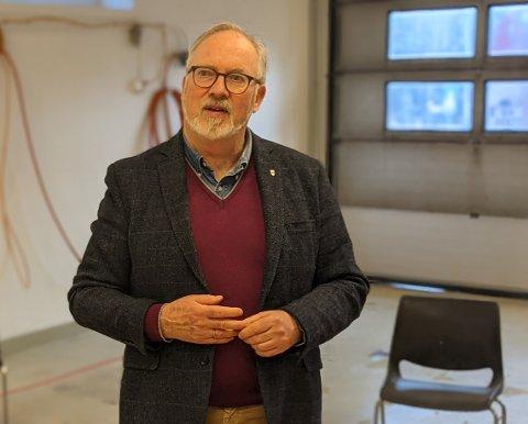 Per Kristian Lunden ber alle i karantene følge påbudene, som altså ikke er anbefalinger - men nettopp påbud.