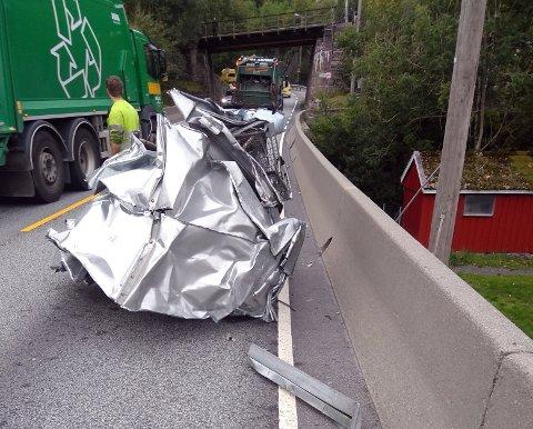 Denne klumpen med 150 kilo med skrapmetall ramlet av en lastebil ved Grimen i Fana tirsdag.
