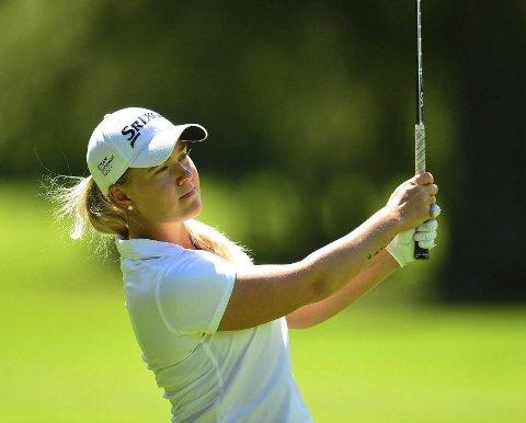 Renate Hjelle Grimstad satser som golfproff i USA, etter flere år som del av et collegelag. Hennes første turnering som proff spilles i slutten av juli, og rett etter sommeren skal hun forsøke å kvalifisere seg til Ladies PGA Tour – verdens høyeste nivå innen golf.