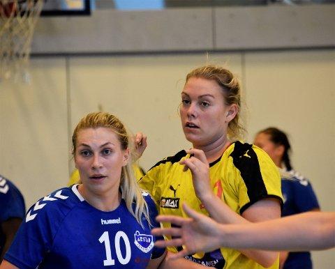 KJEMPET GODT: Emilie Sjøgren rev og slet godt inne på streken. Spilleren i blå trøye er Årstads Amanda Kristin Holthe.