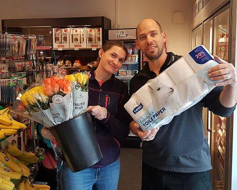 NÆRBUTIKK: Therese Kolseth og Avital Stanger har utvida butikken i Leirgulen, men korona-krisa la ein dempar på påskehandelen i år.
