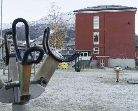 Puslespill: Frydenlund skole har blitt et brennhett tema for administrativ og politisk ledelse i Narvik. Hvordan skal man løse utfordringene her, og prioritere dette i forhold til for eksempel den planlagte nye ungdomsskolen? Torsdag presenterte rådmannen puslespillbrikkene for bystyret. Arkivfoto: Andreas Haakonsen